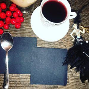 Салфетки черные бумажные однослойные 20*20 см .